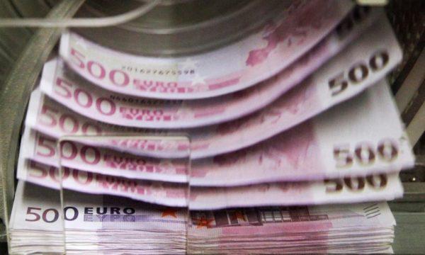 Këtë vit diaspora dërgoi afër 800 milionë euro në Kosovë