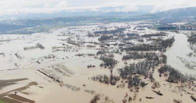 """Rajoni i Përdrinisë i trasuar nga """"tërbimi"""" i lumejve Toplluha dhe Drini i Bardh"""